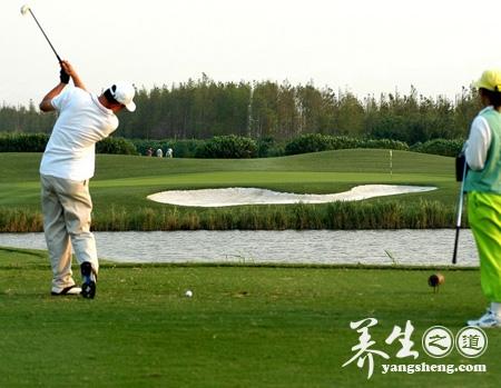 8个动作要领迅速熟练高尔夫球技变身土豪