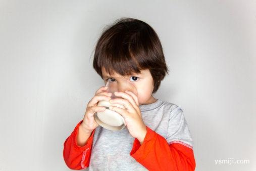 儿童奶含有多种添加剂能放心喝吗?